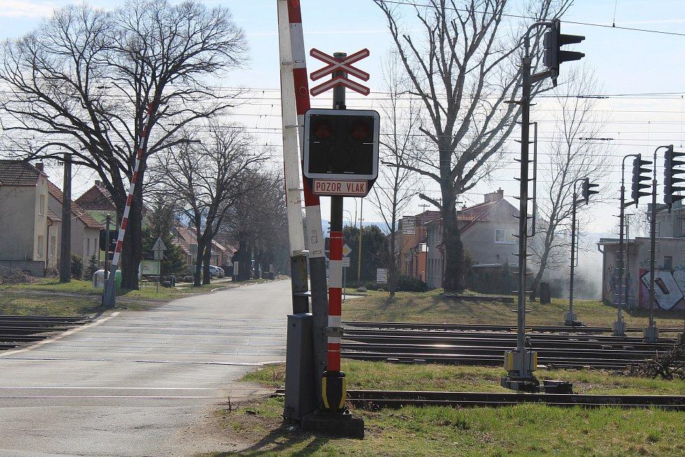 Železniční přejezd v Rohatci Kolonii.