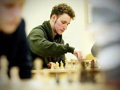 Osm partií v řadě odehráli účastníci šachového turnaje o Pohár děkana Fakulty stavební Vysokého učení technického v Brně. Na turnaj ve čtvrtek 11. února přišlo šestnáct studentů hlavně z brněnských středních škol.
