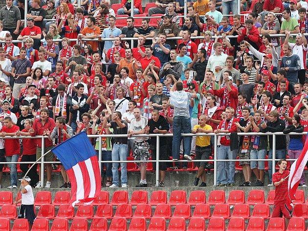 HISTORIE. Na zaplněné ochozy stadionu v Srbské ulici mohou fotbalisté 1. FC Brno už jenom vzpomínat.