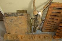 Nalezené předměty ve studni v Tetčicích jsou zřejmě kradené.