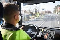 Albert Fikáček s týmem Sir Fogg se rozhodli objet svět trolejbusem. Nedávno ho z Opavy převezli do Brna.