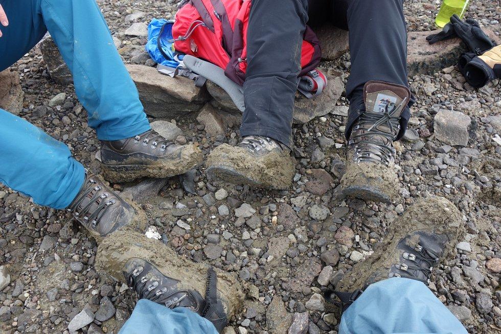 Antarktida zdaleka není jenom led a sníh, ale taky pořádná porce ostrohranných kamenů a hlavně bahna…
