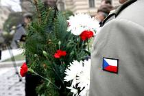 Lidé si u příležitosti Dne boje za svobodu a demokracii přišli připomenout památku těch, kteří se zúčastnili bojů za svobodu.