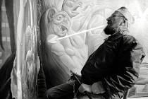 Snímek Ernsta Fuchse, slavného rakouského vizionářského malíře, grafika, sochaře, architekta, scénografa, skladatele, básníka a zpěváka.