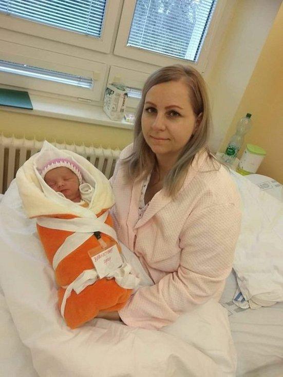 Prvním letošním miminkem okresu Hodonín, které se narodilo v kyjovské nemocnici, je Sára Barnetová z Veselí nad Moravou.