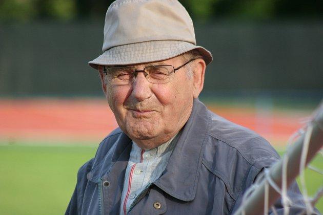 Jan Nedělník, 88let, důchodce a kronikář fotbalového klubu, válku prožil vHvězdlicích na Vyškovsku