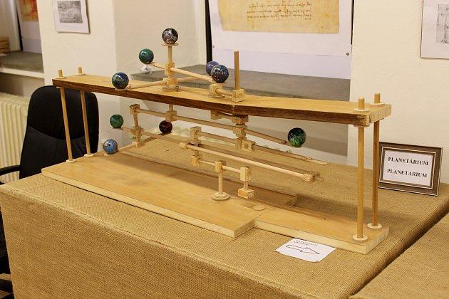 Miroslav Mužík vyrábí modely podle nákresů Leonarda da Vinciho. Nyní je vystavuje vBrně.