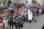 Brněnskou Líšní šel masopustní průvod. Maškary a krojovaní místní přitáhli stovky diváků.