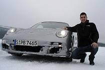 Automobilový závodník Tomáš Mičánek.