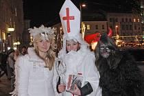 Po Brně chodily desítky mikulášů, čertů a andělů.