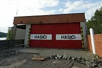 Hasičská základna u Brněnské přehradě půjde k zemi. Letitý objekt, který znali všichni návštěvníci přehrady, čeká demolice.