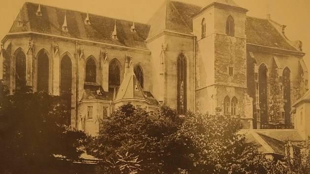 Jak by mohla vypadat katedrála na Petrově, kdyby při její přestavbě na přelomu devatenáctého a dvacátého století vyhrál jiný architektonický návrh, se lidé mohou dozvědět na jedné z dvou nových výstav brněnského Diecézního muzea.
