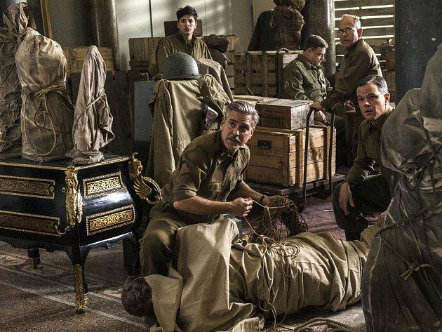 Film Památkáři (The Monuments Men) s Georgem Clooneym a  Mattem Damonem v hlavních rolích.