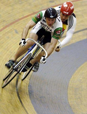 TVRDÝ SPRINTER. Největší úspěch si bývalý brněnský dráhový cyklista Ivan Vrba připsal vaustralském Melbourne, kde získal bronzovou medaili vkeirinu. Zúčastnil se dvou olympijských her, vAténách skončil vkeirinu desátý.
