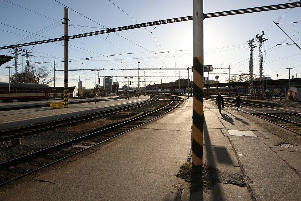Umělá inteligence okamžitě vyhodnotí míru rizika a řekne strojvedoucímu, že by měl s vlakem zastavit.