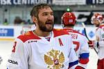 Carlson Hockey Games v brněnské DRFG aréně mezi Českem v červeném a Ruskem (Alexandr Ovečkin).