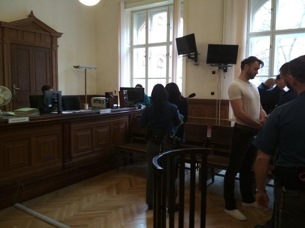 Obžalovaní u soudu kvůli případu pokusu o vraždu v brněnském lomu Hády.