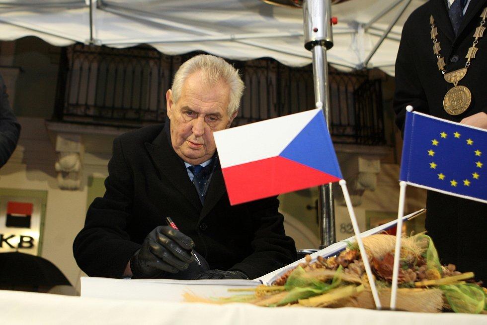 Prezident Miloš Zeman navštívil obyvatele Bučovic. Stal se tak druhým prezidentem, který tak učinil. Hned po Tomáši Garrigue Masarykovi.