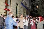 Studenti filozofické fakulty symbolicky přibili pětadevadesát tezí na dveře před rektorátem brněnské Masarykovy univerzity.