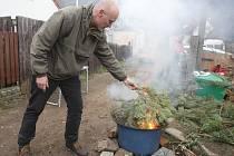 Obyvatelé brněnské čtvrti Kamenná kolonie přivolávali jaro například pálením vánočních stromků a také jmelí.