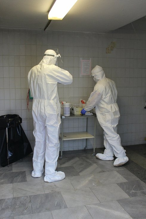 Na vlastní kůži. Redaktor Rovnosti se na den stal sanitářem ve FN Brno.