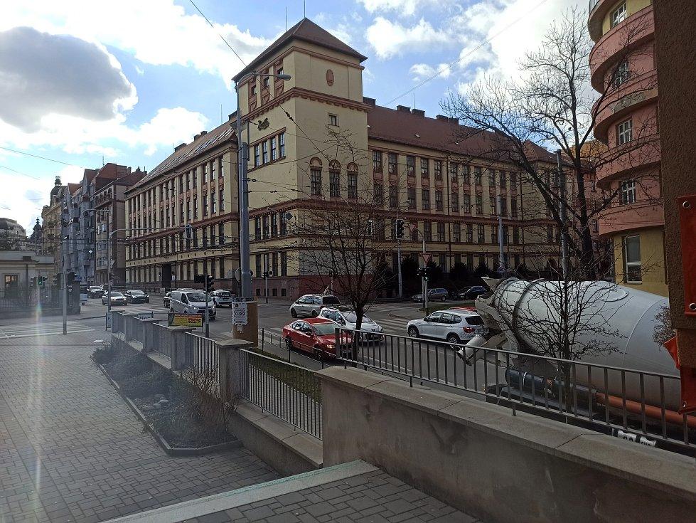 Obchodní akademie v Kotlářské ulici
