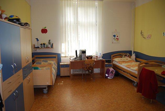 Centrum Kociánka se brání proti vzpouře rodičů dětí na vozíku. Děti přestěhují zbudovy G do budovy C.