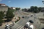 Rekonstrukce křižovatky Nové sady - Hybešova a Nové Sady - Husova v centru Brna dělá některým řidičům problémy. Dopravu tam řídí značky a občas i policie, nové semafory tam montovali teprve ve středu dopoledne.