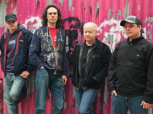 Skupina Blue Effect se v Brně představí tradičně v čele se svým frontmanem, kytaristou Radimem Hladíkem.