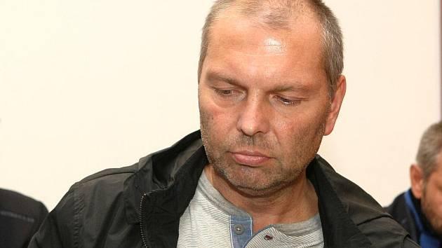 Miloš Almásy u brněnského soudu.