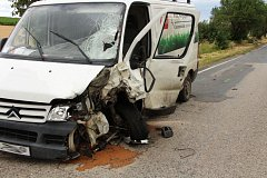 Dvaadvacetiletý motorkář v pátek ráno zemřel po střetu s dodávkou mezi obcemi Žatčany a Nesvačilka.