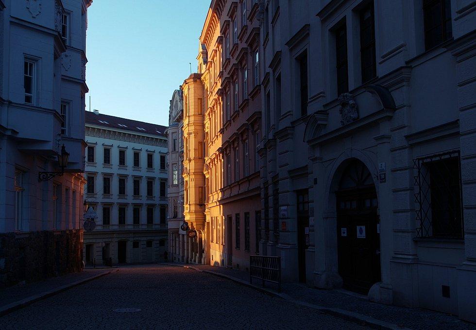 Známé dominanty Brna i běžným kolemjdoucím skrytá zákoutí zachytil objektiv fotoaparátu.