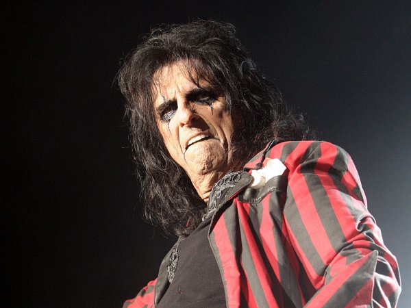 Americký zpěvák Alice Cooper vystoupil vpátek večer vbrněnské Kajot Areně.