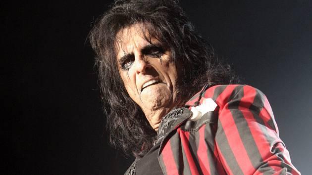 Americký zpěvák Alice Cooper vystoupil v pátek večer v brněnské Kajot Areně.