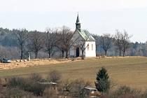 Kaple Panny Marie ve Staré Líšni stála na současném místě už v 17. století. Na příkaz císaře Josefa II. ji ale v roce 1785 zbořili. Ve stejné lokalitě ji obnovil kněz Metoděj Hošek v roce 1914. Kvůli krásnému okolí patří k oblíbeným cílům vycházek.