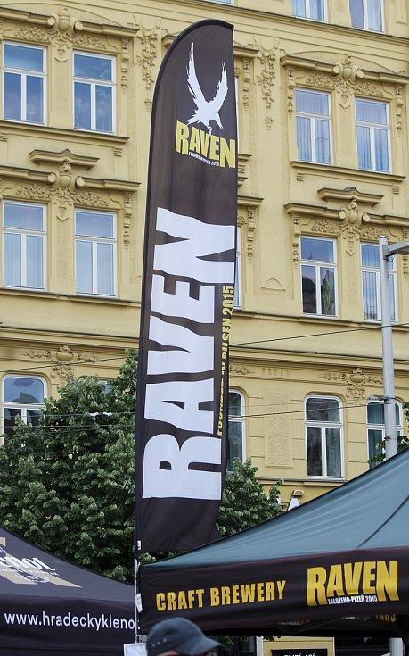 Náměstí Svobody v Brně zaplnili v sobotu odpoledne milovníci piva. Konal se tam Pivní festival Brno.