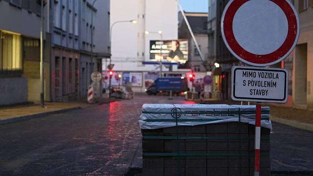 Opravy ve Francouzské ulici.
