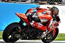 Brněnský motocyklový jezdec Karel Abraham při závodě Mistrovství světa Superbiků.