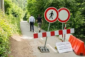 Zavřený úsek mezi brněnskými Obřany a Bílovicemi nad Svitavou kvůli padajícímu kamení se opět otevře.