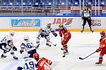 Generali Česká Cup: HC Kometa Brno (bílé dresy) - Mountfield Hradec Králové (červené dresy).