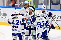 Hokejisty Komety táhne první útočná formace.