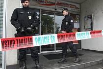 Ozbrojený lupič přepadl banku v Brně. Odnesl si padesát tisíc.