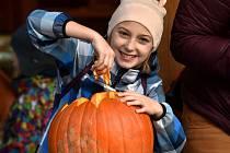 Dýním a strašidlům patřil sobotní podvečer v brněnské zoologické zahradě. Tisíce lidí tam přišlo již počtvrté oslavit americký svátek Halloween.