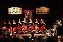 Snahu jít cestou velkovýpravných hudebních představení divadelníci stvrdili kabaretem Limonádový Joe.