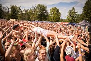 Lidé si při festivalu Hrady.cz k hradu Veveří přijeli poslechnout oblíbené kapely.