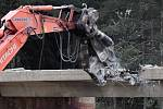 Brno 18.4.2020 - demolice mostu na dálnici D1