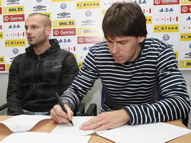 Tomáš Došek a Jan Trousil podepisují nové smlouvy s klubem.