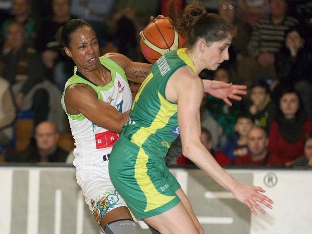 Basketbalistky Imosu (v bílém) v Eurolize.