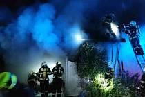 Noční požár garáže rodinného domu v Senticích na Brněnsku.