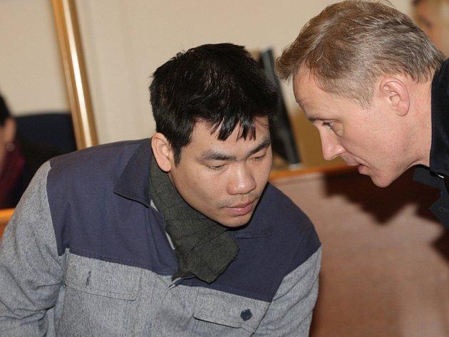 Le Xuan Tuan před brněnským soudem.